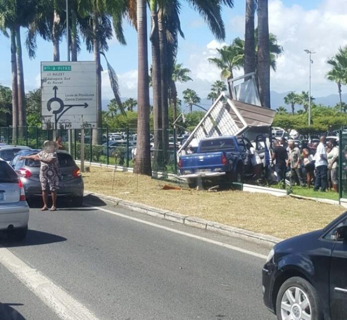 Un automobiliste perd le contrôle de son véhicule aux Abymes