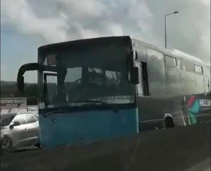 Un bus en panne et un accident de moto rendent la circulation difficile