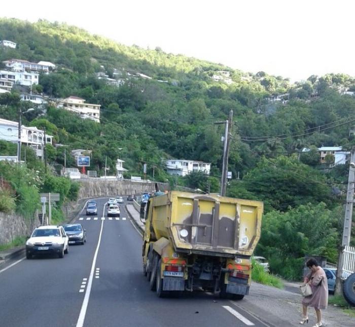 Un camion perd une roue à Fond Bernier à Schoelcher