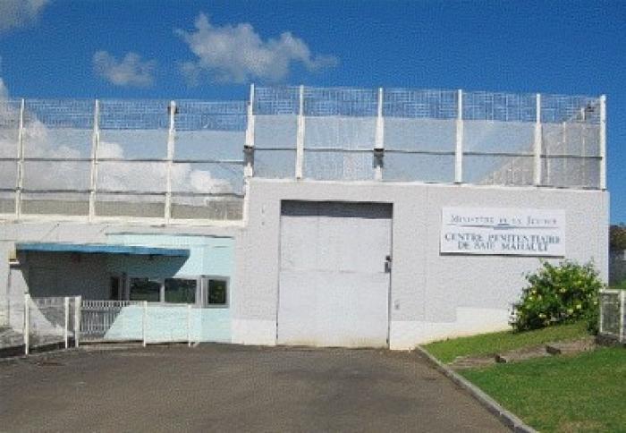 Un ex-détenu tente de projeter de la résine de cannabis en prison