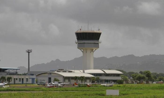 Une femme se jette de la tour de contrôle de l'aéroport Aimé Césaire