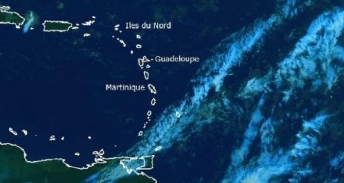 Une petite onde tropicale approche de la Martinique à la veille de saison cyclonique